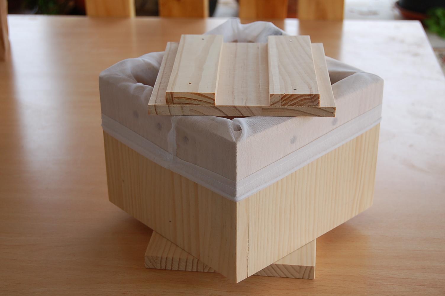 vista de caja de tofu con la bolsa